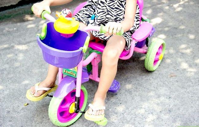 छवि खरीदें कि एक बच्चा बाइक कदम 3 खरीदें
