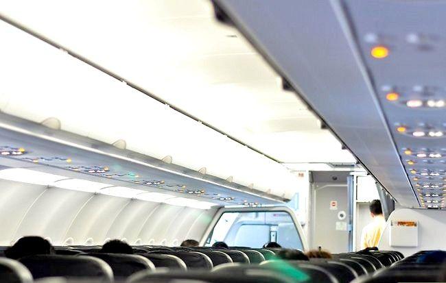 हवाई जहाज पर अच्छी सीट कैसे प्राप्त करें