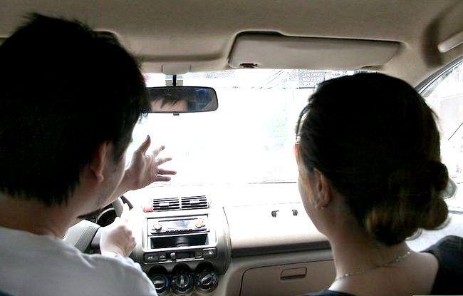 चित्रा का शीर्षक, सिखाना किसी को कैसे ड्राइव करें चरण 10