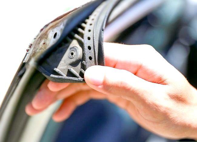 फ्रीजिंग के कारण कार के दरवाजे को रोकने के लिए कैसे करें