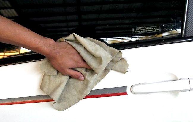 अपनी कार के पेड़ की सपा को कैसे साफ करें