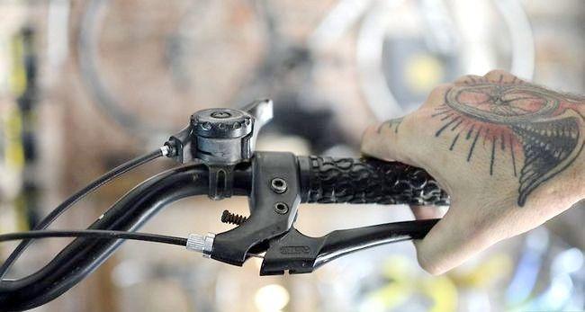 एक बाइक चरण 17 पर फिक्स ब्रेक शीर्षक वाली छवि