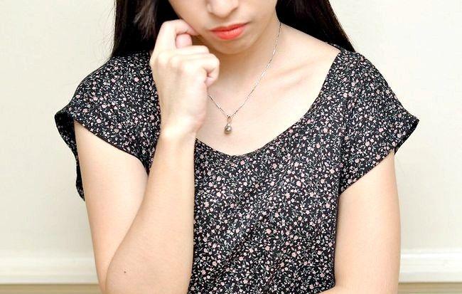 आपको भरोसा रखने वाले किसी के बारे में गपशप का अपराध कैसे दूर करना है