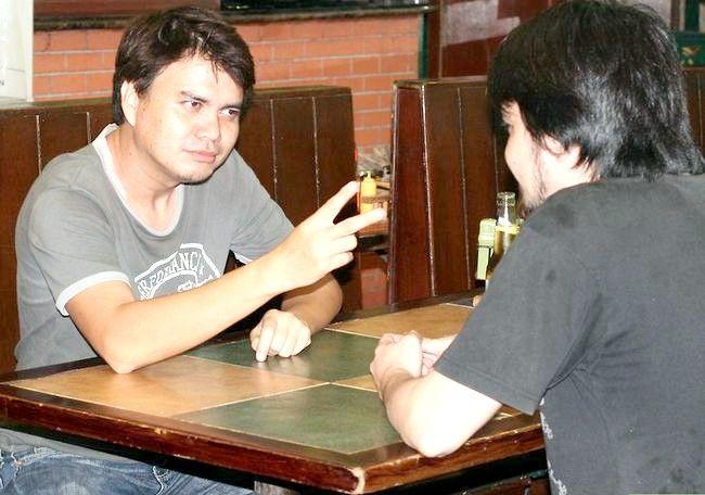 किसी दो शॉट्स लेने से पहले दो बियर कैसे पीते हैं