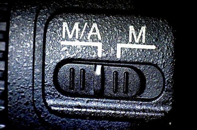 शीर्षक में छवि ए, या एम / ए में अपने लेंस को समायोजित करें, अगर इनमें से कोई एक स्विचेस मौजूद है।