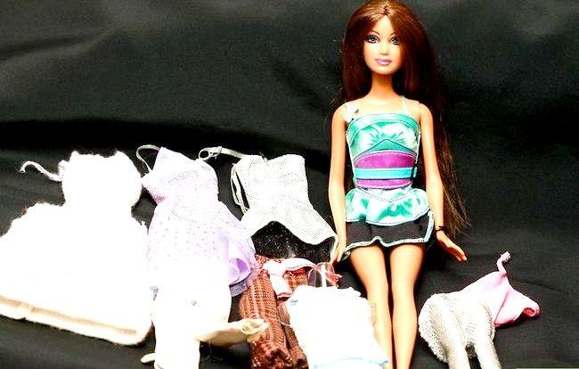 छवि शीर्षक एक पोशाक बार्बी गुड़िया चरण 1